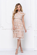 Коктейльное платье с ажурными вставками